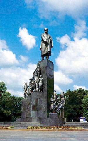 This is Monument of T.G.Shevshenko. This is one of the famous places in Kharkov that is situated in Shevshenko park. There are a lot of tourists like to visit this park..