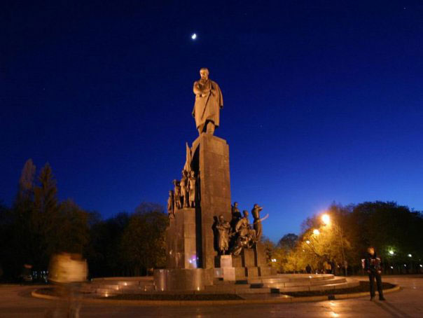 This Monument is devoted to famous Ukrainian poet and writer Taras Shevshenko. This is one of national symbols of Kharkov.